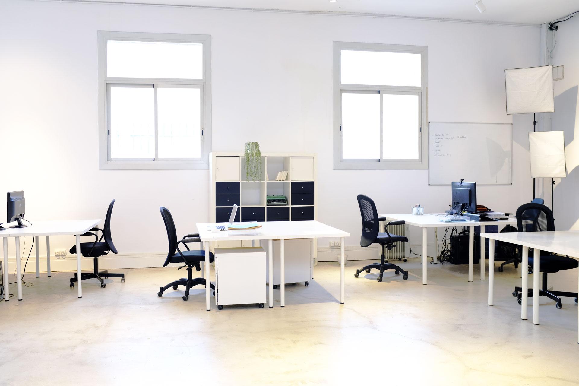 Desks-office-coworking-barcelona-poblenou